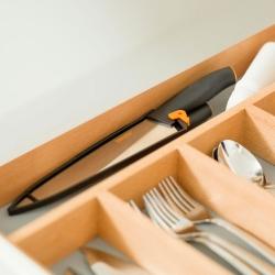 Nóż szefa kuchni w pokrowcu - 20 cm - FISKARS